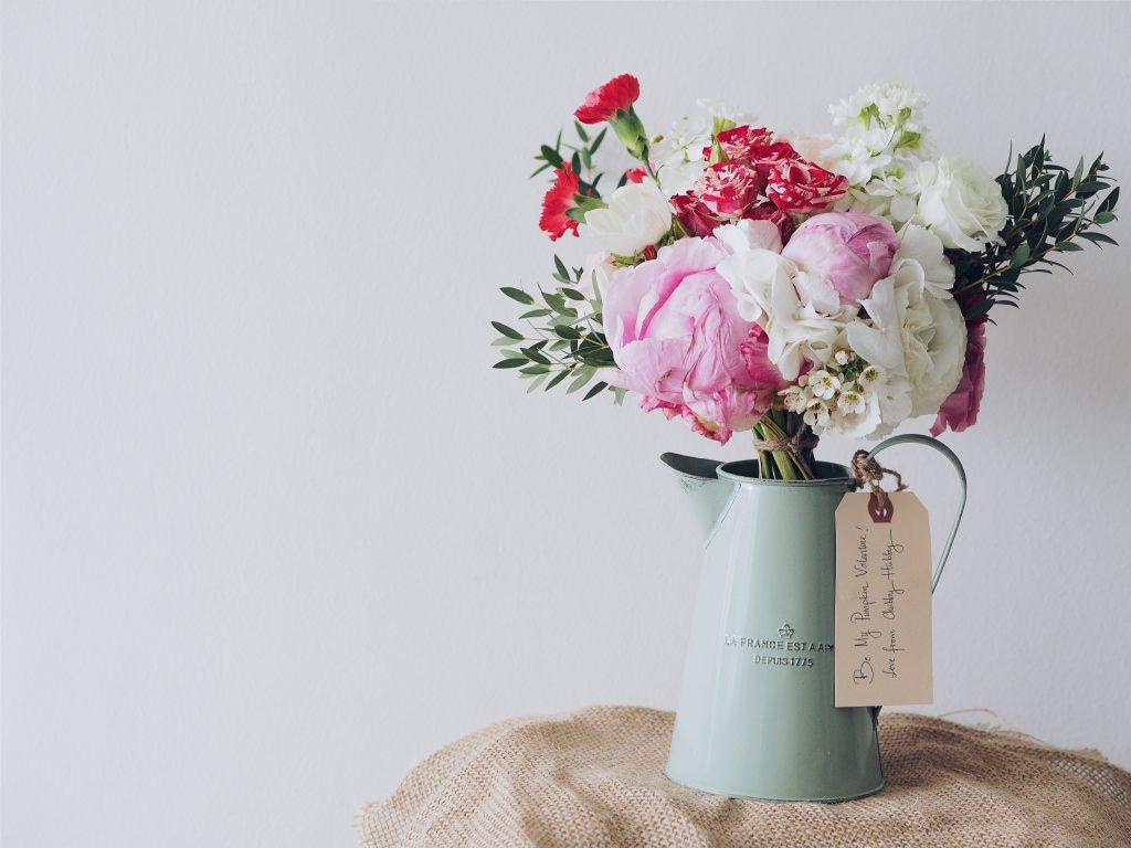Blombud med presenter